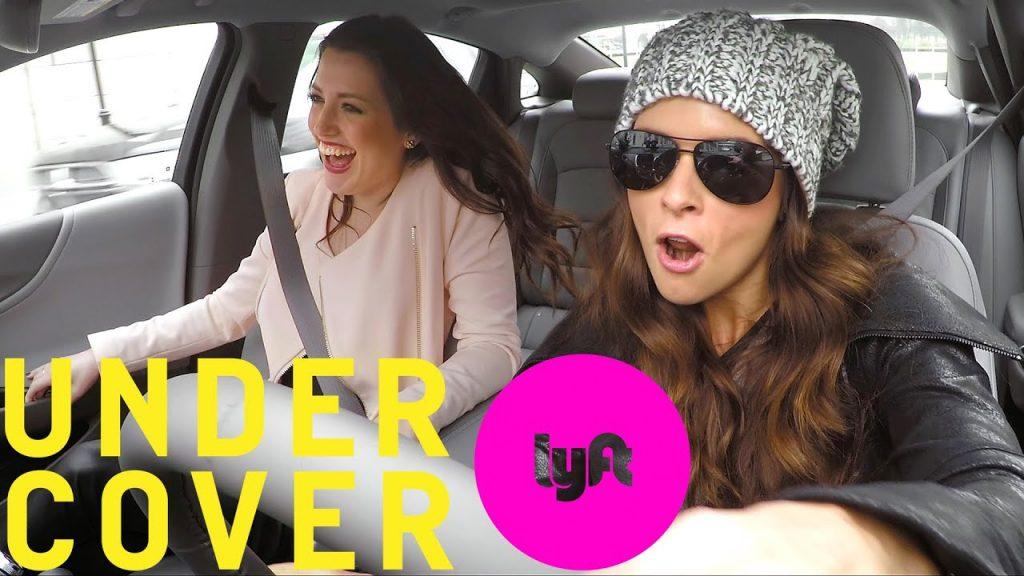 """La société de covoiturage Lyft s'est associée à des personnalités influentes comme Danica Patrick et Shaquille O'Neal, qui se sont fait passer pour des chauffeurs Lyft et portaient des déguisements dans des vidéos """"Undercover Lyft""""."""